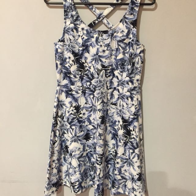 Dress h&m sling at back