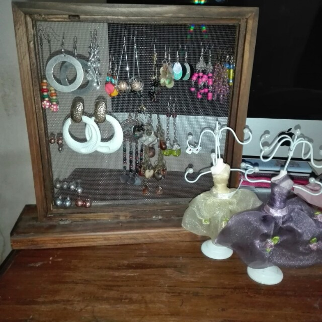 Earrings stand