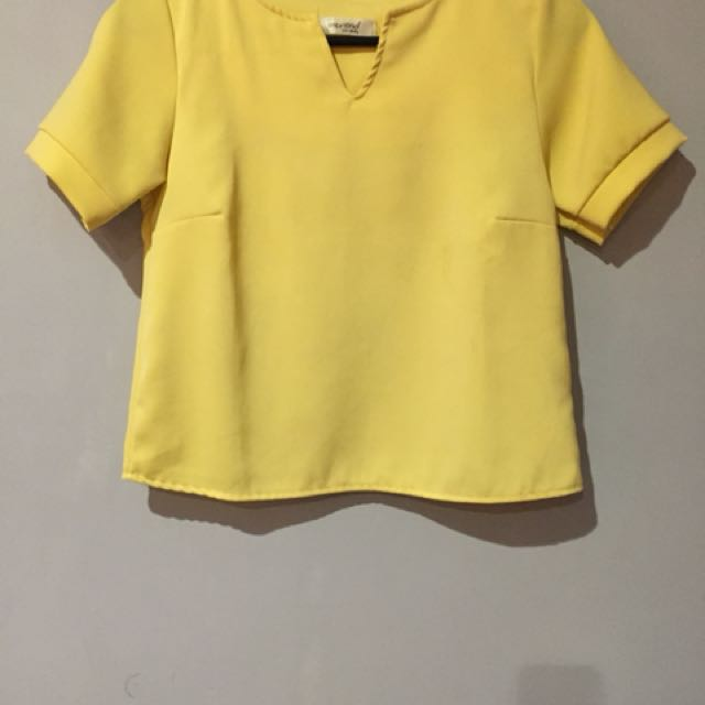 Fashion yellow top