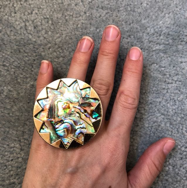 House of Harlow shell ring