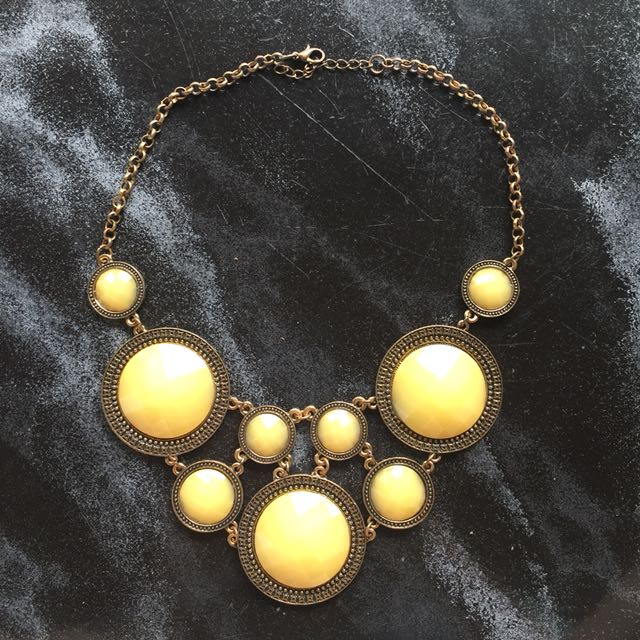 Necklace yellow stone