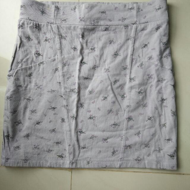 preloved rok mini merk cotton on size kira2 m ato L
