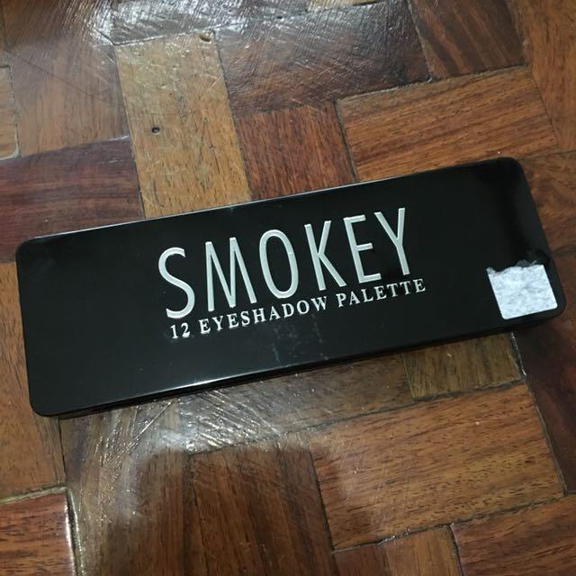 Smokey 12 Shade Eyeshadow
