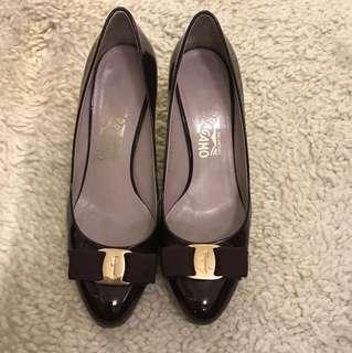 Ferragamo Classic heels with Bow - elegant purple