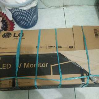 Tv LED LG 24 inch preloved masi di kardus jarang dipake