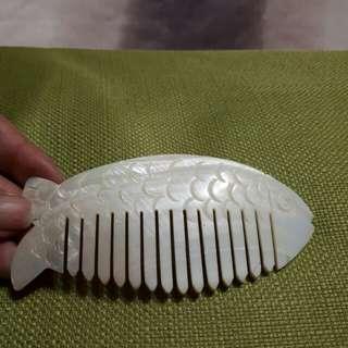 不知道什麼材質的髮梳