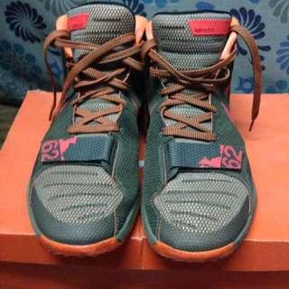 KD trey 5iii size 11 swap sa other basketball shoes. Na size 10 or 9.5