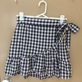 Glassons black and white checkered wrap skirt with frill, size 8