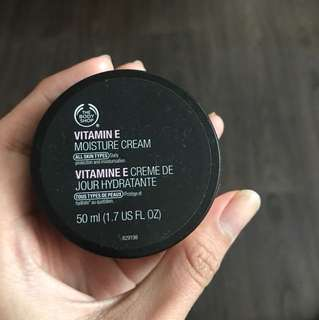 The body shop vit E day cream 50ml