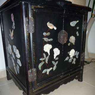 "Antique Cabinet - size : 21-1/2""L x 19""W x 24""H"