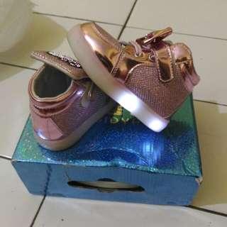 Sepatu Nyala