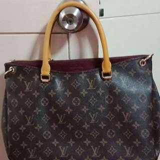 Pre loved Louis Vuitton Pallas 2 way shoulder bag