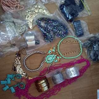 Miscellaneous Woman 's accessories