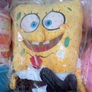 Boneka spongebob sedang