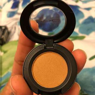 MAC shimmer Golden brown eye shadow