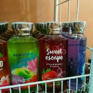 BATH AND BODY WORKS shower gels
