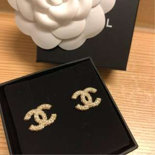 Brand New Chanel Classic Earring Pearl with Crystal in GHW