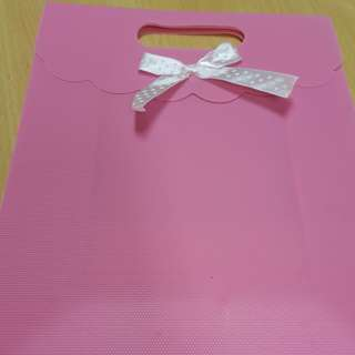 Pink paper bag 19cm x 25cm x 8cm add 30cts postage