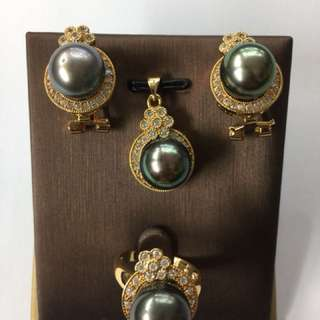 Set of southsea pearls