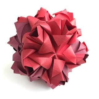 Origami flower ball (kusudama)