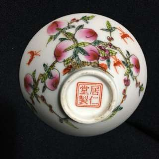 China Republic Era Famille rose Small now 6cm diameter with 居仁堂mark . Authentic n beautiful artwork of peaches symbol of fortune n longevity. Offer above 60 secure