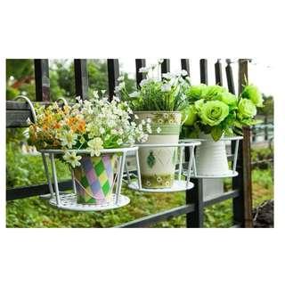 Metal flower pot holder/rack