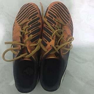 sepatu bola outdoor adidas predator