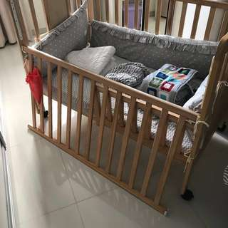 Jarrons and Co 4 in 1 convertible Baby Cot bed