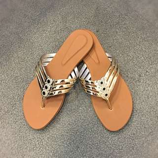 ON-HAND affordable & comfy flats (size8)