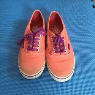 Authentic Vans of the Wall (women)