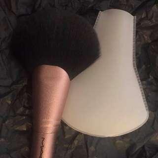 MAC 140SES Rose Gold Fan Brush