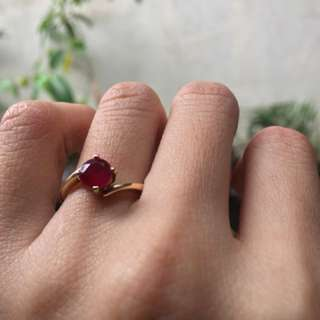 Round-cut Ruby on Yellow Gold Ring