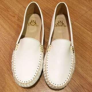 全新大尺碼白色軟底包鞋27號(女)