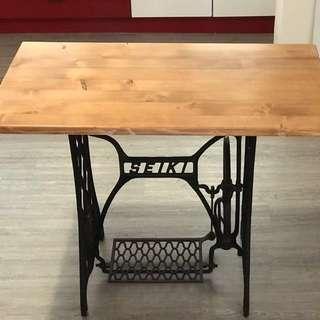 「裁縫機桌子訂製需一個月的時間 」  早期 古董 復古 懷舊 稀少 有緣 大同寶寶 黑松 沙士 鐵件 40年 50年