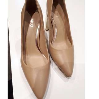 Shoes - MIMCO Size 39 Gold Heel Pointy Shoe