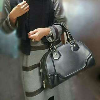 Authentic Louis Vuitton Bowling Montaigne Black Sz PM-Excellent 🍒🌻🌻🌻🌷