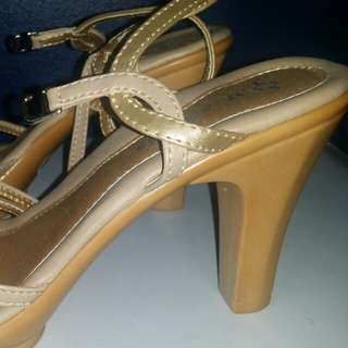 Repriced! 500 php orig price was 899php Never been used sandals Gold nd Silver combi
