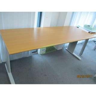 KHOMI--FREESTANDING TABLES