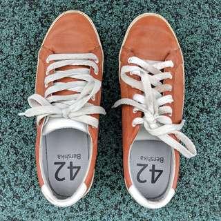 Bershka Bulgaria - Men's lace-up sneakers (Brown)