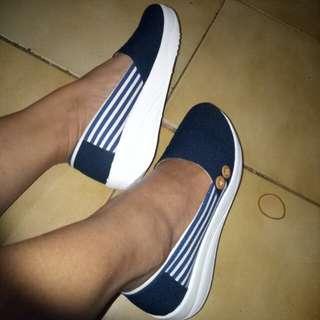 Sepatu wdges