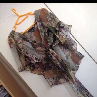 BCBG Chiffon printed butterfly top in XS