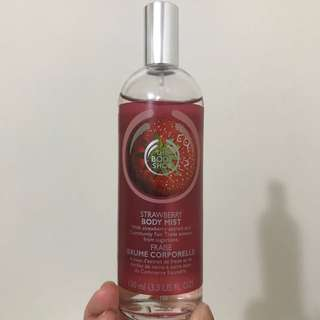 BODY SHOP Strawberry Body Most