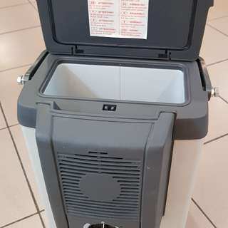Mobile Cooler Box with lighter plug for vehicles