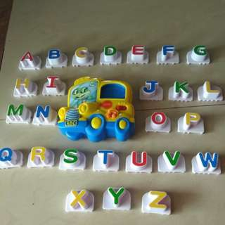 Leapfrog Magnetic alphabet bus