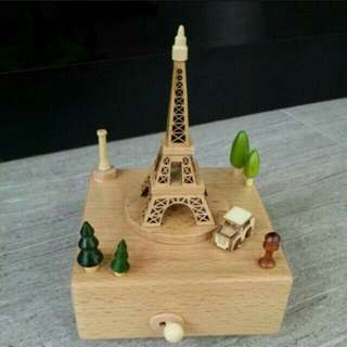 BNIB Eiffel tower musical box