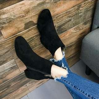 🚚 黑色絨面短靴