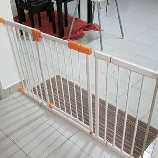 Little Bean Baby Safety Gate with 2 extentions