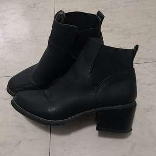 HERMU 黑色皮質高跟鞋