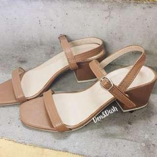 Tan block heels sizes 6&7