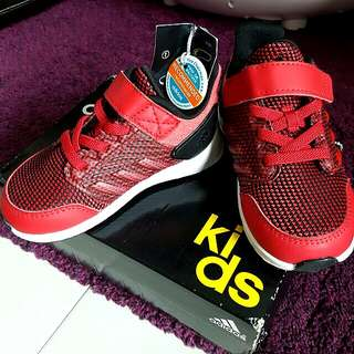 Adidas red shoe unisex almost new!